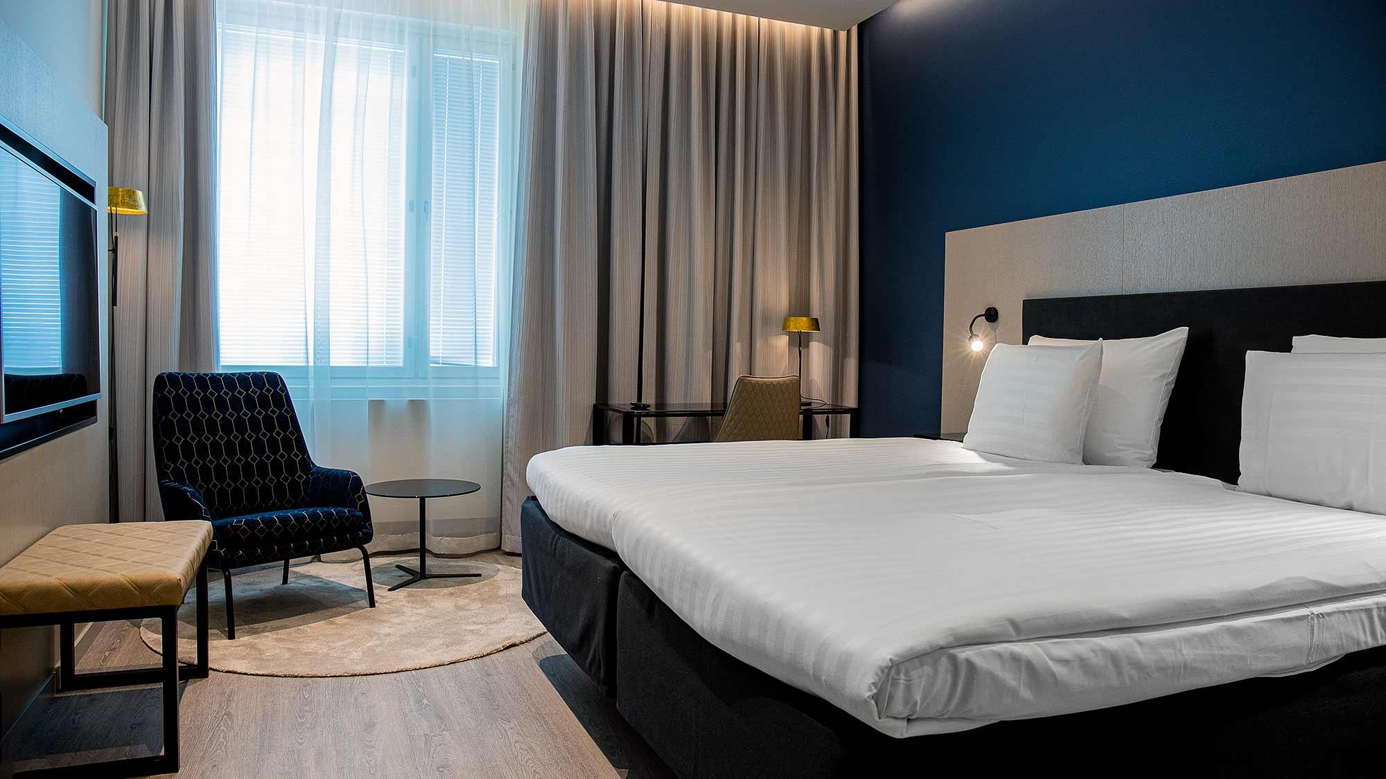 Hotelli Hotel Mattsin Stand Combiard -huone Espoon Matinkylässä.