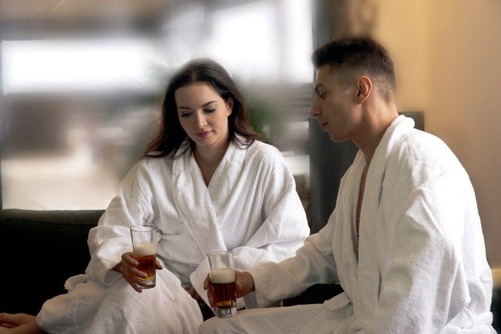 Vuokrattavat saunatilat, joissa voi viihtyä niin hotelliasukkaat kuin muutkin, sijaitsevat modernin Hotel Mattsin ylimmässä kerroksessa.