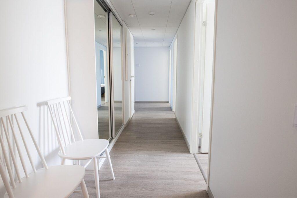 Valoisa eteinen huoneistohotelli Hotel Mattsissa Espoon Matinkylässä.