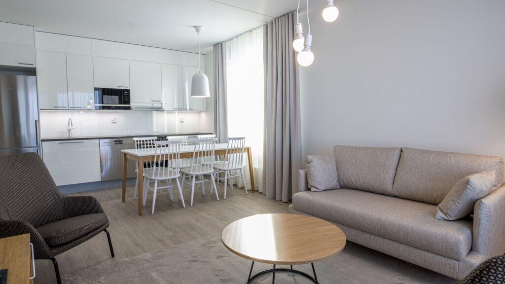 Viihtyisä kolmio huoneistohotelli Hotel Mattsissa Espoossa.