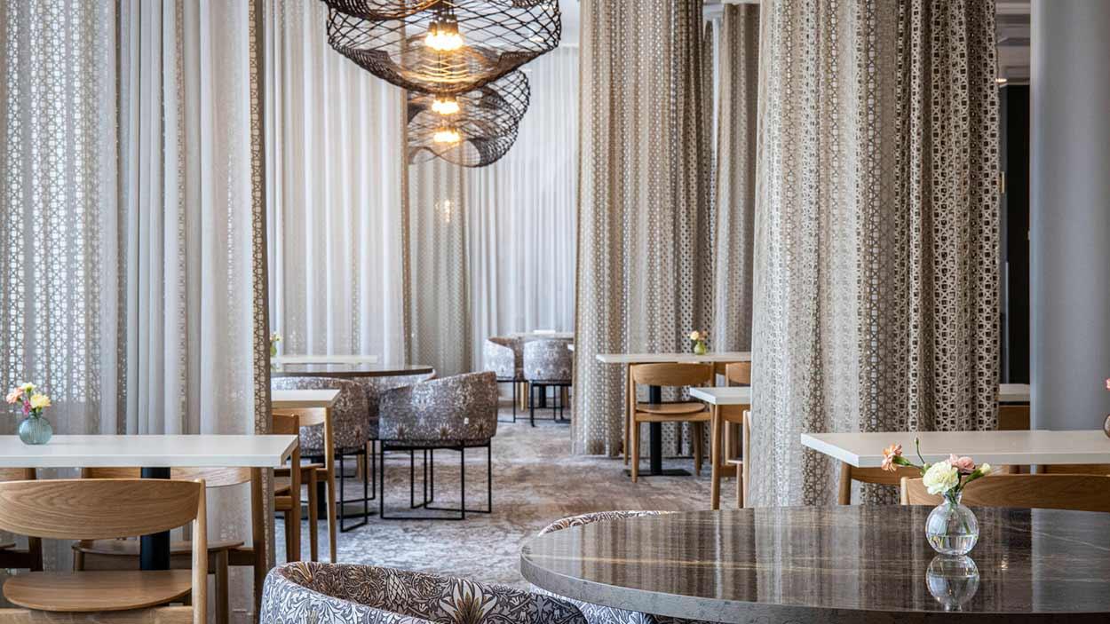 Frejan ravintolasali Espoon Matinkylässä, Hotel Mattsin katutasossa.
