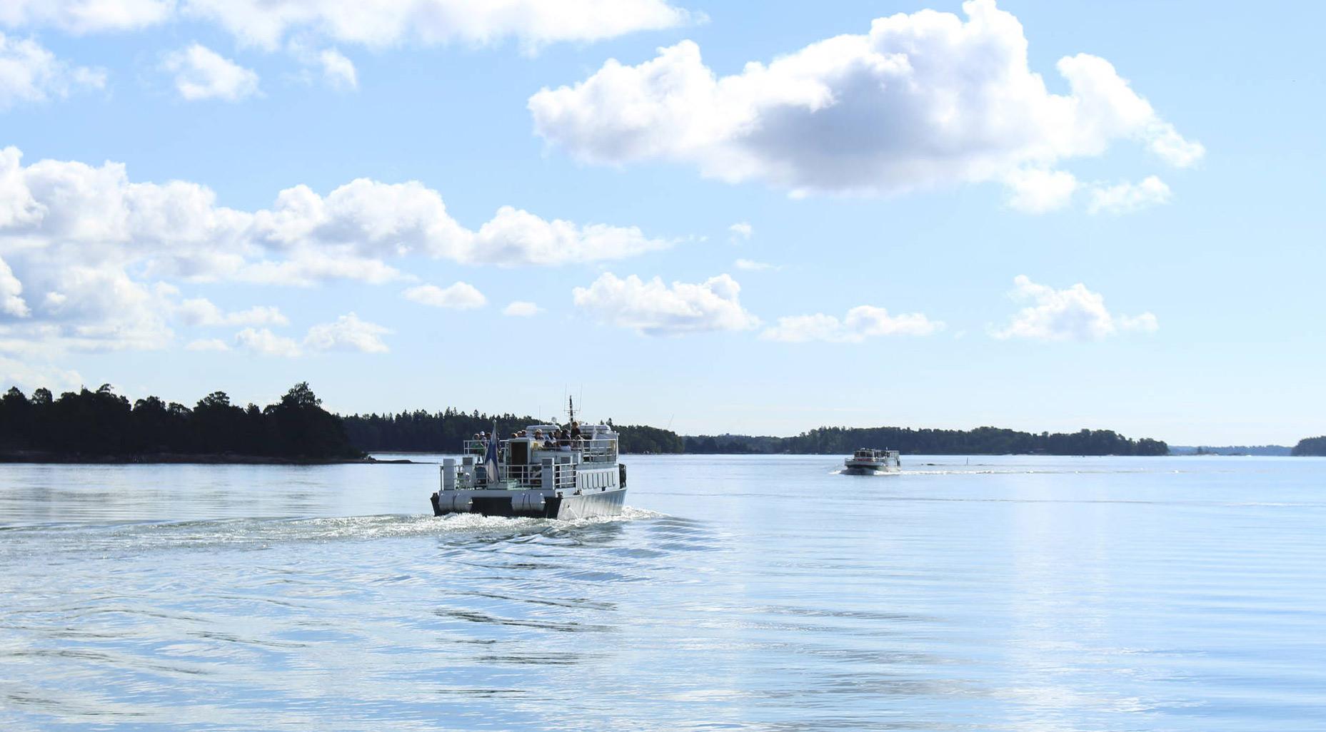 Merimaisema ja saaristovene Espoon Nokkalassa.