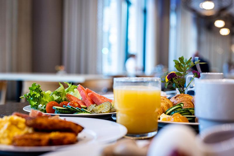 Aamiaista tarjolla Hotel Mattsin ravintolassa Frejassa