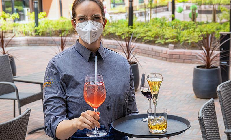 Huolehdimme hoteliissamme ja ravintolassamme asiakkaidemme turvallisuudesta, joten voit vierailla meillä turvallisin mielin.