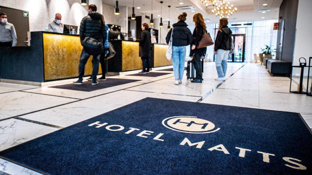 Hotel Mattsin vastaanottoaula Espoon Matinkylässä.